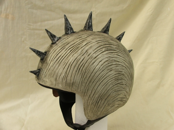 helmet-cover-spikey-small